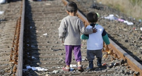 número de crianças migrantes que chegam sozinhas à Itália é recorde