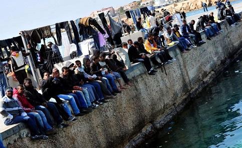 Imigrantes tentando entrar em continente europeu