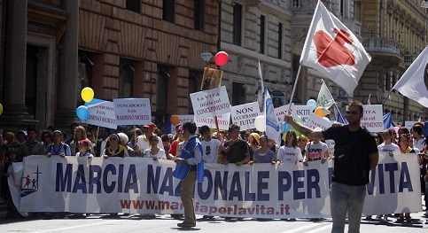 Manifestao contra o aborto rene mais de 30 mil pessoas em Roma