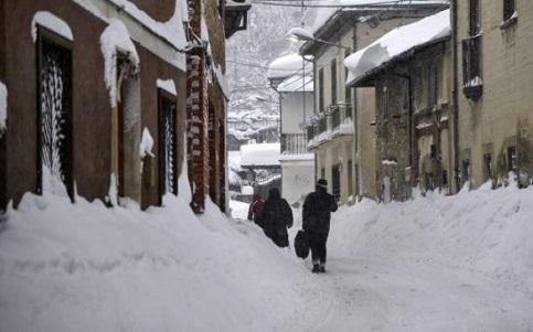 Neve e terremoto na Itália