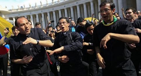O Catolicismo desafinado dos padres cantores