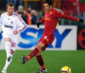 Beckham do Milan e Vucinic da Roma