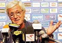 O treinador da seleção italiana de futebol, Marcello Lippi, convocou 23 jogadores para os próximos compromissos