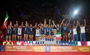 Nazionale Femminile de Voleibol subiu no degrau mais alto do pódio no Campeonato Europeu de Seleções