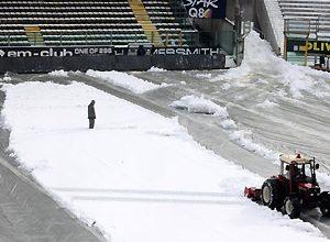O Estádio Tardini, do Parma, está totalmente debaixo de neve, e por isso o confronto entre os donos da casa e a Inter foi adiado para o dia 10 de fevereiro