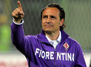 O treinador da Fiorentina, Prandelli, além de ter como adversário o entrosado time da Inter, ainda perdeu Mutu e, com isso, chamou apenas dois atacantes, Babacar e Gilardino