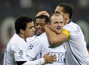 Rooney, do Manchester United, fez dois gols no duelo contra o Milan, e abriu vantagem para sua equipe no confronto mata-mata