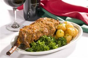 Perna de Cabrito com brócolis e batatas coradas