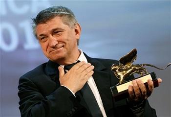 Aleksander Sokurov leva o Leão de Ouro em Veneza pelo filme Faust