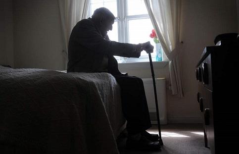 Italianos são cada vez mais velhos e solitários, diz estudo